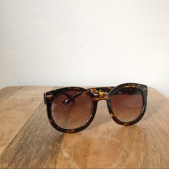 Urban Outfitters Accessories - Sunglasses